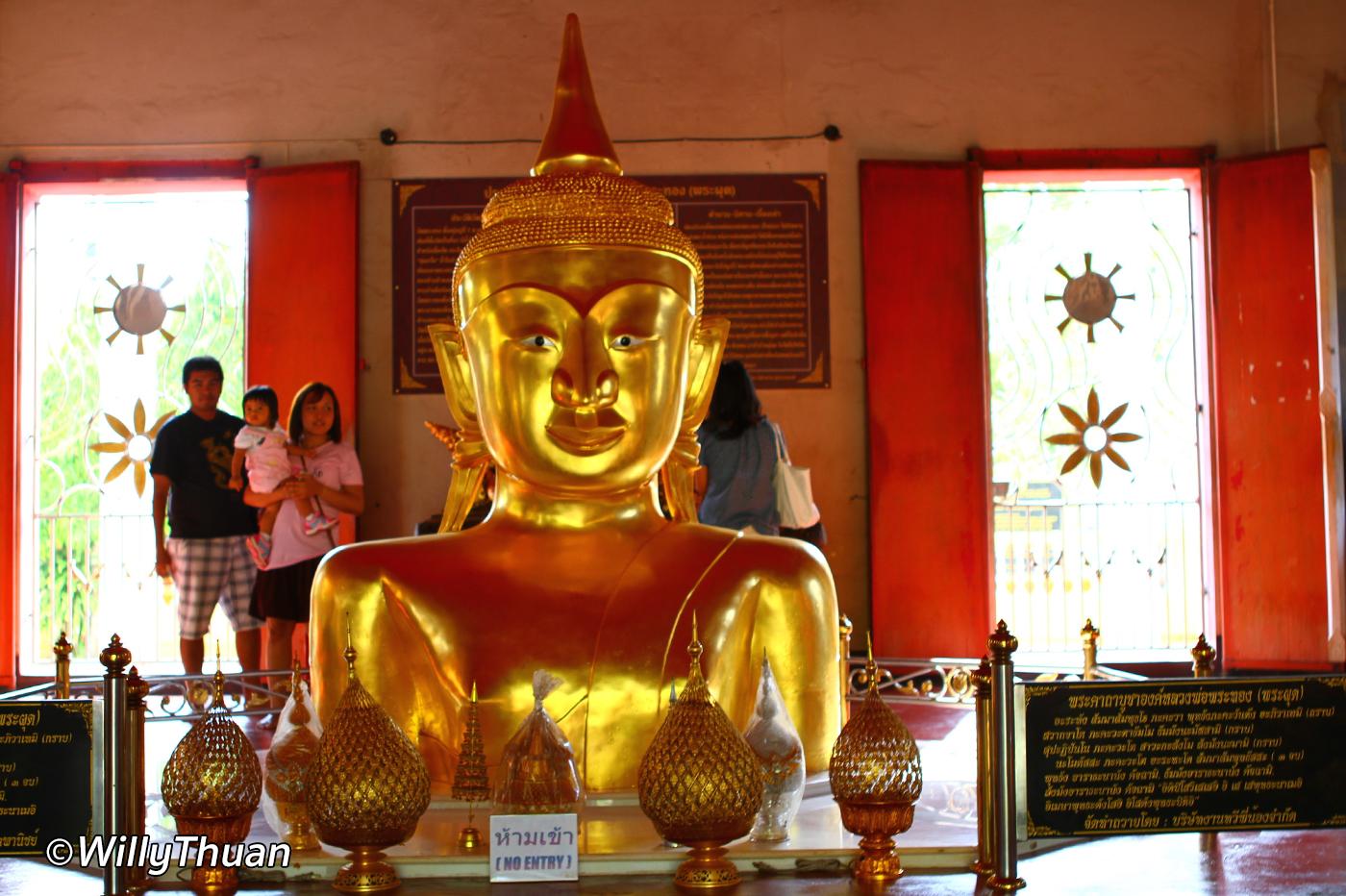 Wat Phra Thong in Phuket (Wat Prathong)