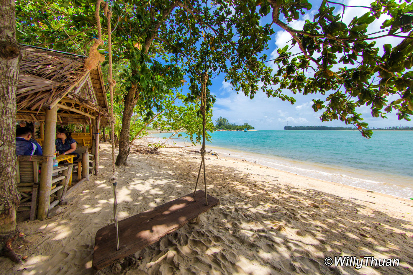 Where to eat on the beach in Phuket