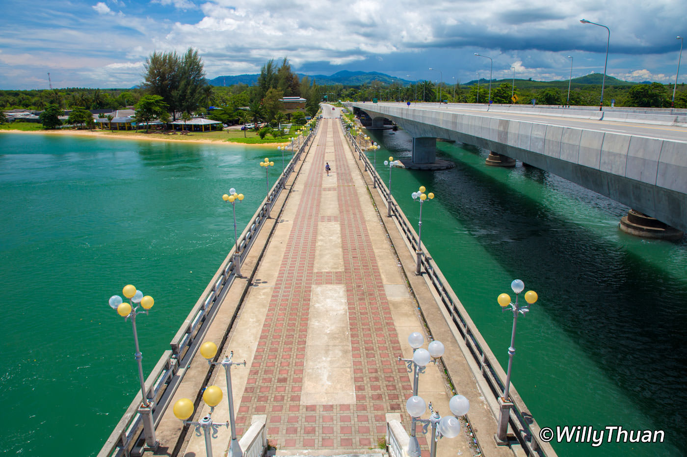 The old Sarasin Bridge runs parallel to the new bridge