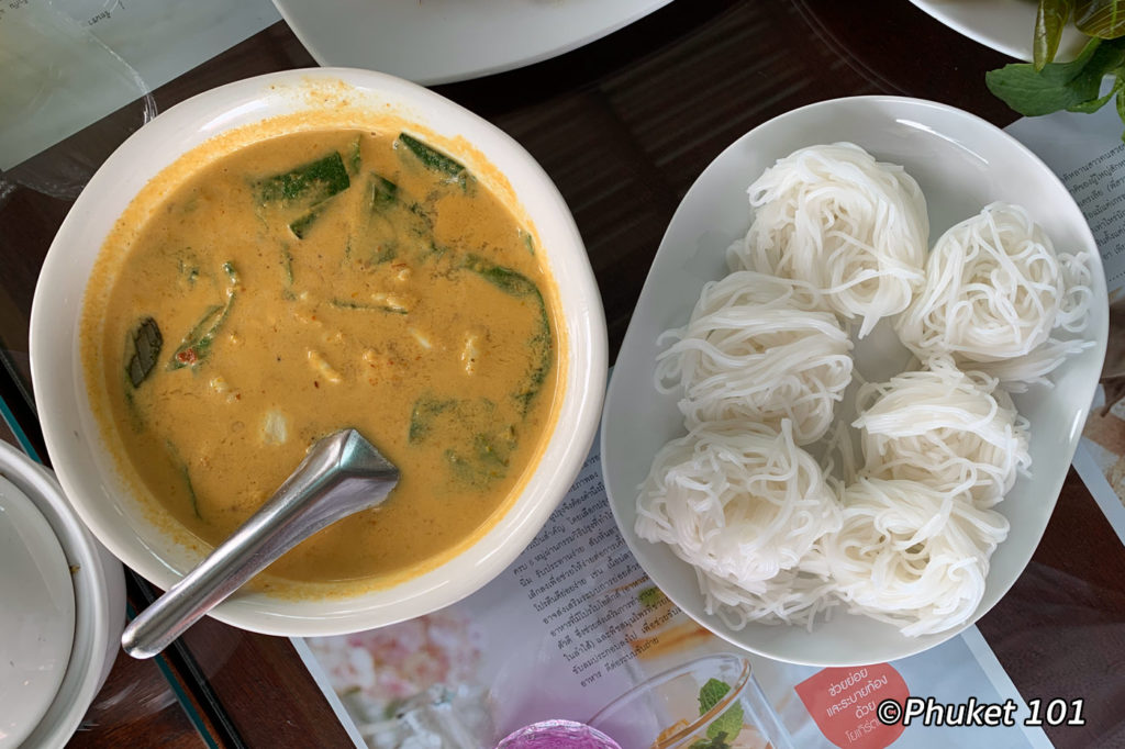 Gang Poo Bai Cha-ploo - crab curry