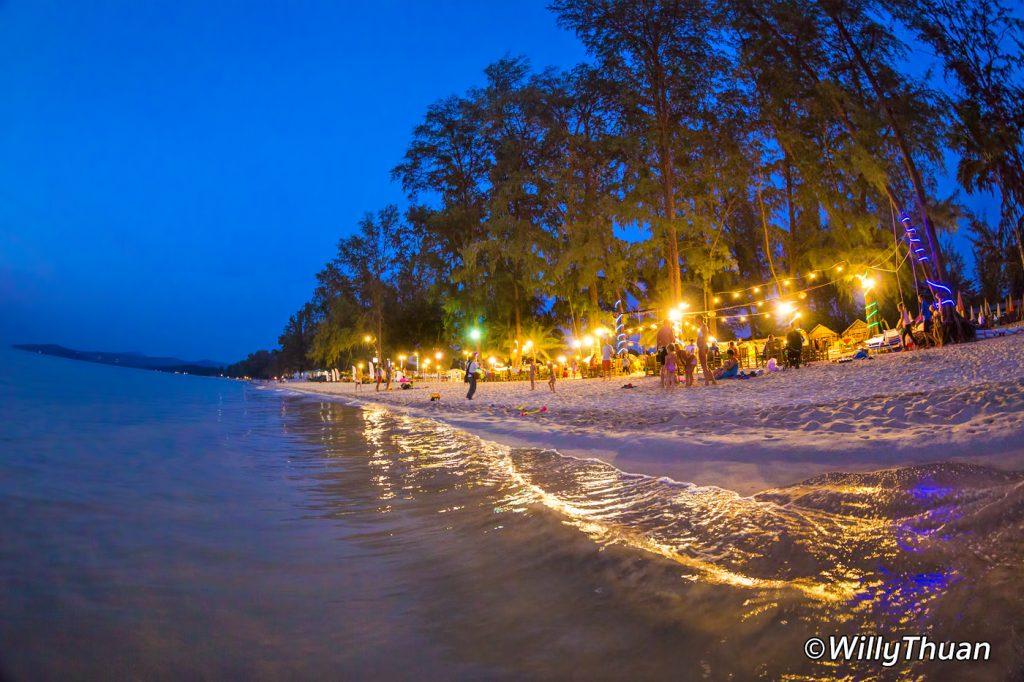 Restaurants at night in Bang Tao Beach