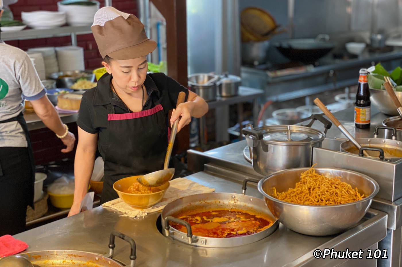 Huen Phen Khao Soi estaurant in Chiang Mai