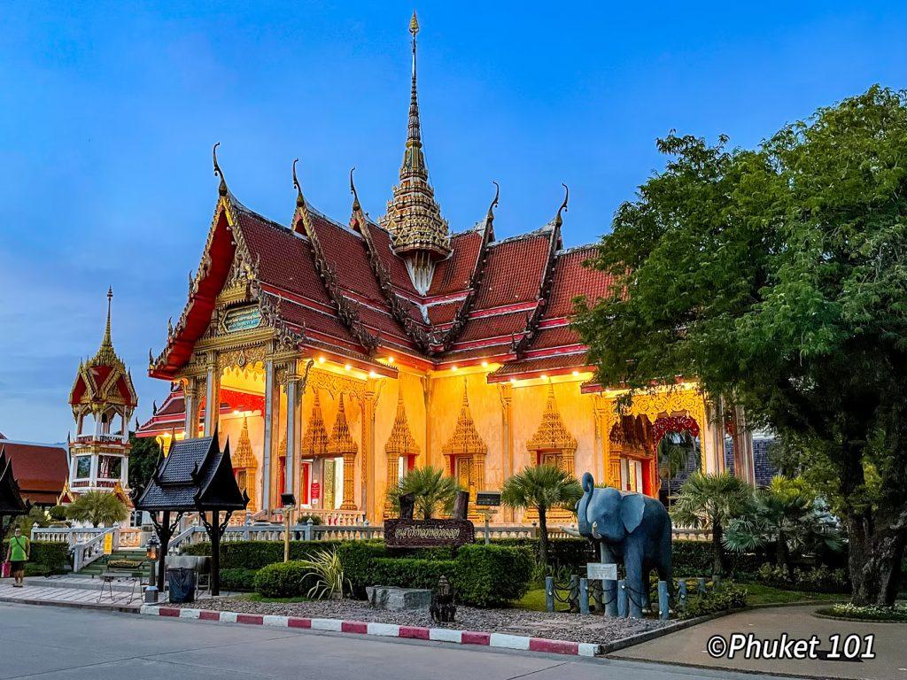 Wat Chai Thararam in Phuket