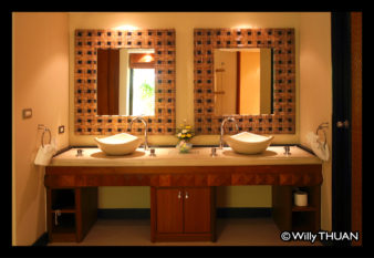 aspasia-bathroom-2