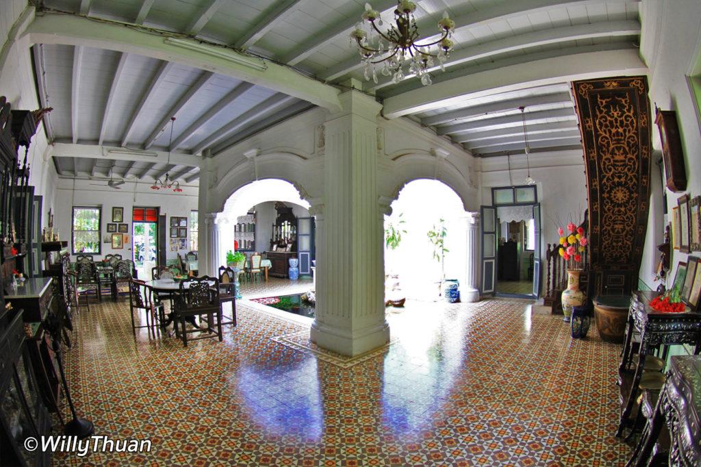 Baan Chinpracha main living area