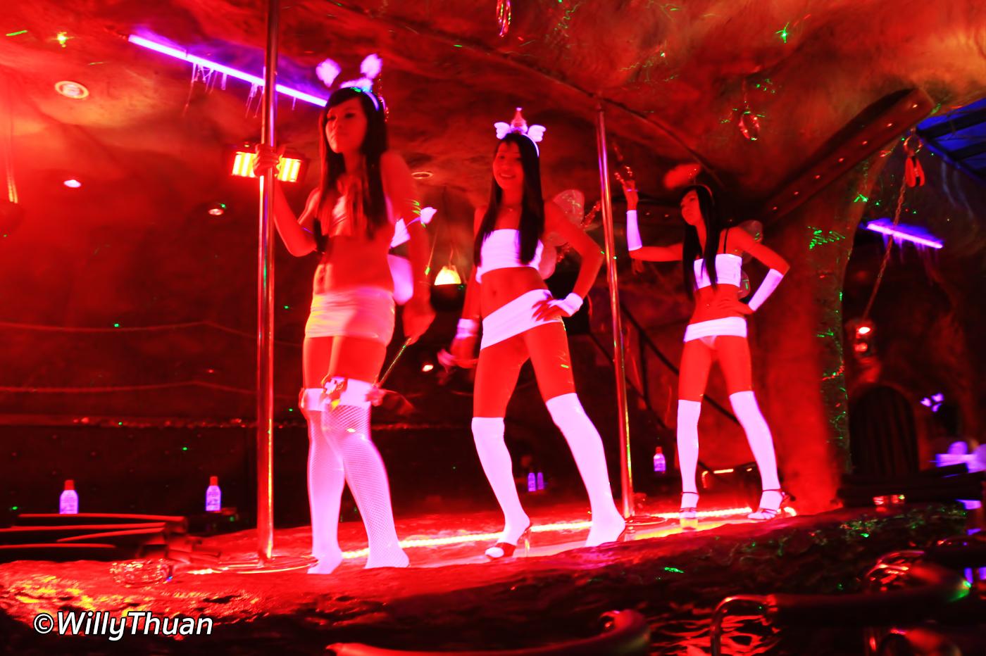 Devil's Playground A Go Go (HOT) Soi Seadragon – Phuket