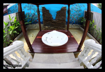 the-kee-resort-jacuzzi