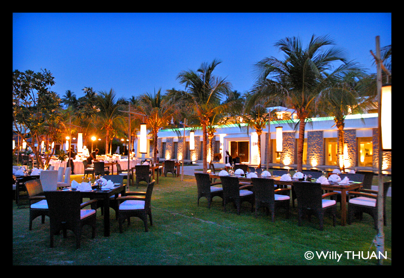 the-racha-resort-dinner