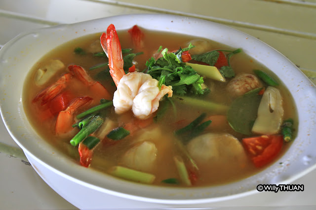 Tom Yam Goong – Prawn Spicy and Sour Soup